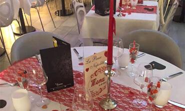 Table dressé pour un événement organisé au restaurant, à Dangé St Romain (86)